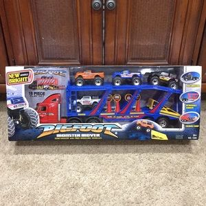 💯🚚💯 ( NWT ) BOYS MONSTER MOVER TRUCK TOYS SET